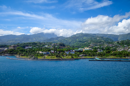 바다, 타히티, 프랑스 령 폴리네시아에서에서 Papeete 도시보기 스톡 콘텐츠
