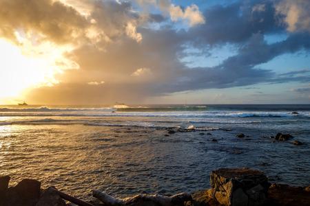 rapanui: Océano Pacífico al atardecer en Isla de Pascua, Chile