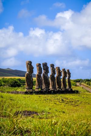 rapanui: Estatuas de Moais, ahu Akivi, isla de pascua, Chile