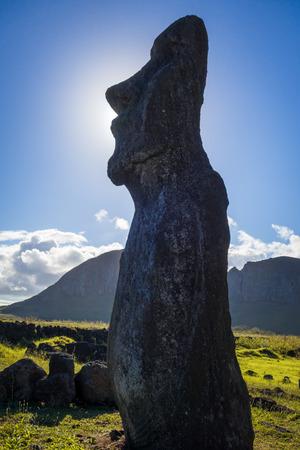 rapanui: Moai statue, ahu Tongariki, easter island, Chile Foto de archivo