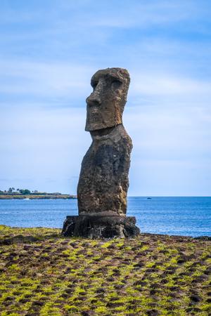 Estatua de Moai, ahu akapu, isla de pascua, Chile Foto de archivo