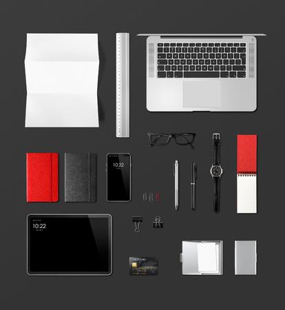 Schreibtisch-Branding-Mockup-Draufsicht isoliert auf schwarz. Leerstelle