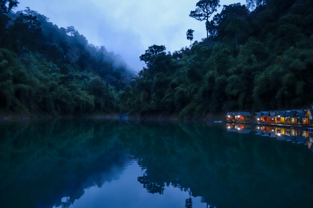 Floating village at night in Cheow Lan Lake, Khao Sok, Thailand Stock Photo - 123339923