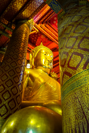 Gold Buddha statue, Wat Phanan Choeng temple, Ayutthaya, Thailand Stock fotó - 124989033