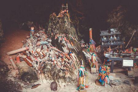 Phra Nang Cave temple in Krabi, Thailand Stock fotó - 124989271
