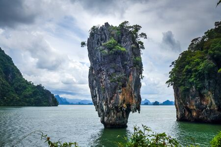 Ko tapu rock in James Bond  island, Phang Nga Bay, Thailand Stock fotó - 124989275