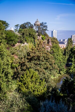 Sibyl temple in Buttes-Chaumont Park, Paris, France Banque d'images - 142850000