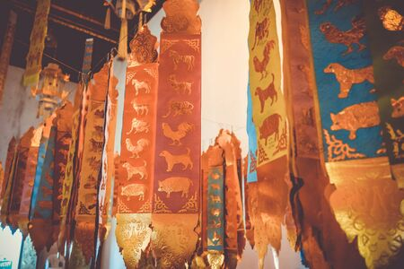 Prayer flags in Wat Chedi Luang temple, Chiang Mai, Thailand Stockfoto