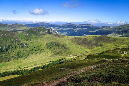 Puy Mary and Chain of volcanoes of Auvergne in Cantal, France Banque d'images