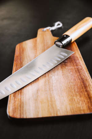 Traditional Japanese gyuto chief knife on a cutting board. Standard-Bild
