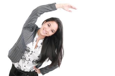 протяжение: деловой портрет женщина растяжения изолированных на белом фоне