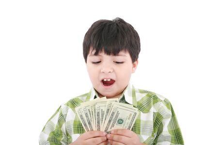 Un niño sonriente es contar el dinero - en el fondo blanco Foto de archivo - 10908494