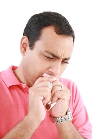 tosiendo: Tos hombre enfermo aislado en un fondo blanco