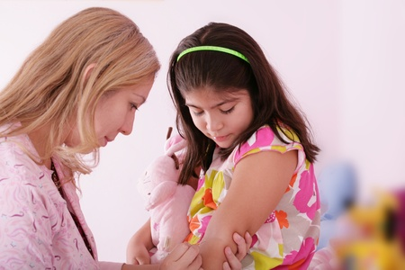 Doctor give injection to girl photo