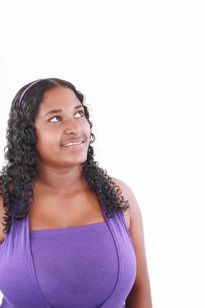 mujer fea: sonriendo grasas joven y bella mujer mirando hacia arriba