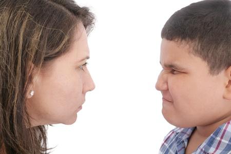 irrespeto: Conflicto con la madre y el hijo