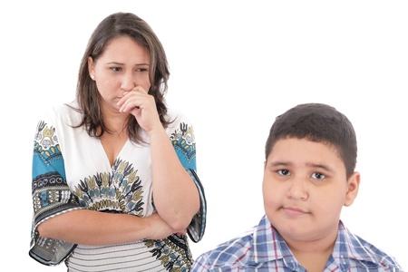 conflictos sociales: Los problemas entre la madre y su hijo. Problemas familiares. Centrarse en la mujer Foto de archivo