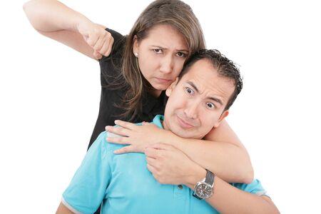 mujeres peleando: Hombre y mujer los conflictos. Home concepto de la violencia. Aislados en blanco Foto de archivo