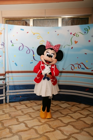 minnie mouse: ORLANDO - FEB 3:  Minnie Mouse appears for the departing of the new Disney Dream Cruise in Port Canaveral on Feb 3, 2013 in Orlando, Florida. Editorial