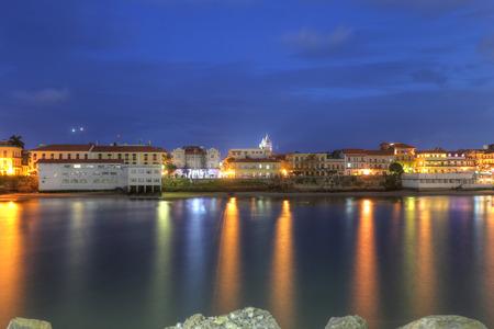 panama city beach: Casco Viejo, Panama City, in tutta la baia nel crepuscolo