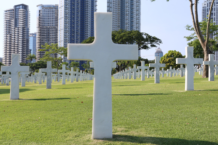 allied: American Memorial Cemetery in Manila, Philippines.It has the largest number of graves of any cemetery for U.S. personnel killed during World War II and holds war dead from the Philippines and other allied nations