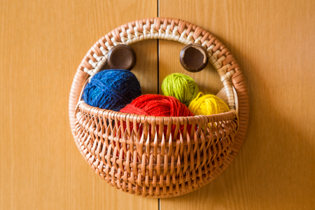 A beautiful, colorful yarn balls in a handmade basket Banque d'images