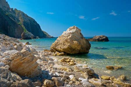 Stenen op een Zwarte Zeekust in de buurt van Sevastopol, Oekraïne  Stockfoto