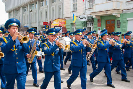 SUMY ? Juni 28: Militärische Brass Band durchführen, bei der Feier der Verfassung der Ukraine 28 Juni 2010 in Sumy, Ukraine