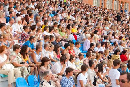 spectators: SUMY, Ucrania - el 28 de junio: El p�blico en las gradas en un partido de f�tbol 28, 2010 de Sumy, Ucrania