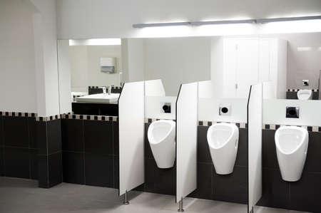washroom: Interior de una p�blica WC