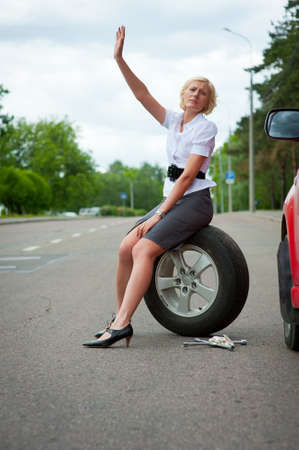 summer tire: Blonde girl asks for help on the road near her broken car