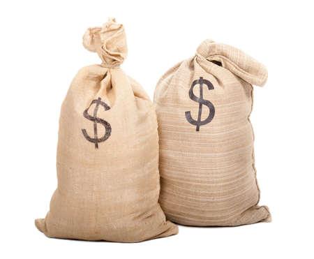 Dos sacos llenos de dólares aislados sobre fondo blanco