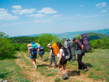 크림 산에서 등산객 그룹 산책