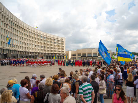 sumy: SUMY - JUNE 28: Crowd on the town square celebrate the Day of the Constitution of Ukraine on June 28, 2012 in Sumy, Ukraine