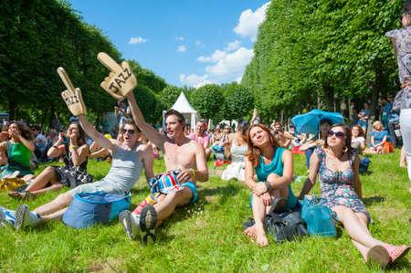 """atender: MOSC? - 15 de junio: La gente atiende a concierto al aire libre en el X Festival Internacional de Jazz """"Usadba Jazz"""" en Archangelskoye Museo-Granja el 15 de junio de 2013 en Mosc?,"""