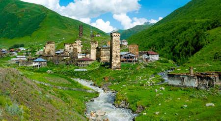 svan: Paese paesaggio in Ushguli, Svaneti, Georgia.