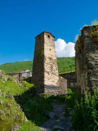 svaneti: Torre en Ushguli, Svaneti, Georgia. Foto de archivo