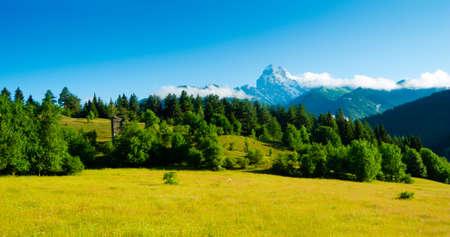 svan: Ushba Peaks paesaggio, Svaneti, Georgia