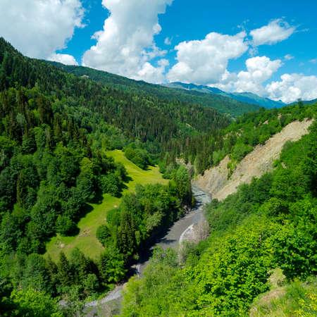 svaneti: Paisaje de monta�a en Svaneti, Georgia