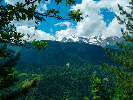 svan: Paesaggio di montagna in Svaneti, Georgia Archivio Fotografico