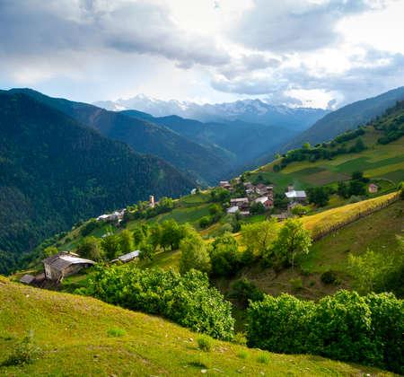 svaneti: Paisaje de IELI pueblo en Svaneti, Georgia