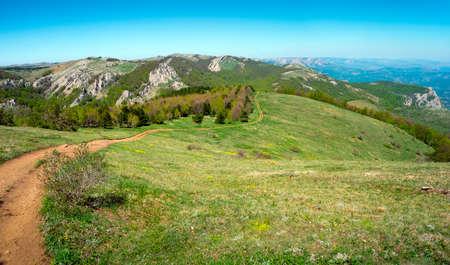 Paysage de montagne d'été en Crimée, Ukraine Banque d'images - 24642873