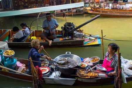 damnoen saduak: RATCHABURI, THAILAND - MARCH 24: Local peoples sell fruits, food and souvenirs at famous tourist attraction Damnoen Saduak floating market on March 24, 2014 in Ratchaburi, Thailand.