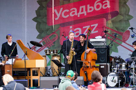 vangelo aperto: Moscow, Russia - June 4: Music band performing on International Jazz Festival Usadba Jazz in Archangelskoye Museum-Mansion on June 4, 2016 in Moscow Editoriali