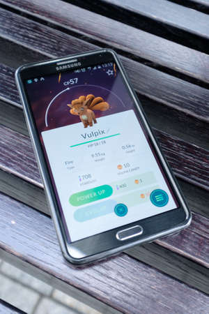 samsung galaxy: Moscow - August 6, 2016: Samsung Galaxy smartphone with a running Pokemon Go application Editorial