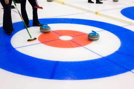 氷の上のカーリング石装置