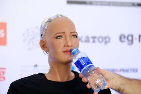 모스크바, 러시아 - 2017 년 10 월 1 일 : Skolokovo technopark에서 열린 혁신 회의에서 소피아 휴머노이드 로봇