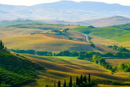 Paisaje aéreo de finales de verano del valle en Toscana, Italia Foto de archivo
