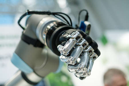 Robotic cyborg automated hand made with steel and black plastic as part of machine tool Foto de archivo - 139861358
