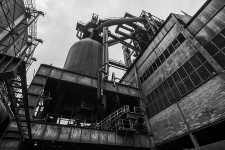 Old rusty construction of abandoned metallurgical plant Imagens